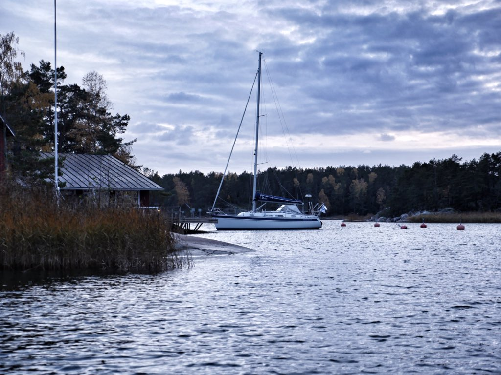 Weekend in the Archipelago. Saturday was the only sunny day for this otherwise grey October week. ⛵️☀️🌧 #autumncolours #thisisfinland #amazingplaces #hallbergrassy #sailing #purjehdus https://t.co/lMEWrHHAWw