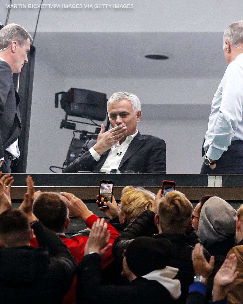Картинки по запросу Jose Mourinho blows kisses and smiles