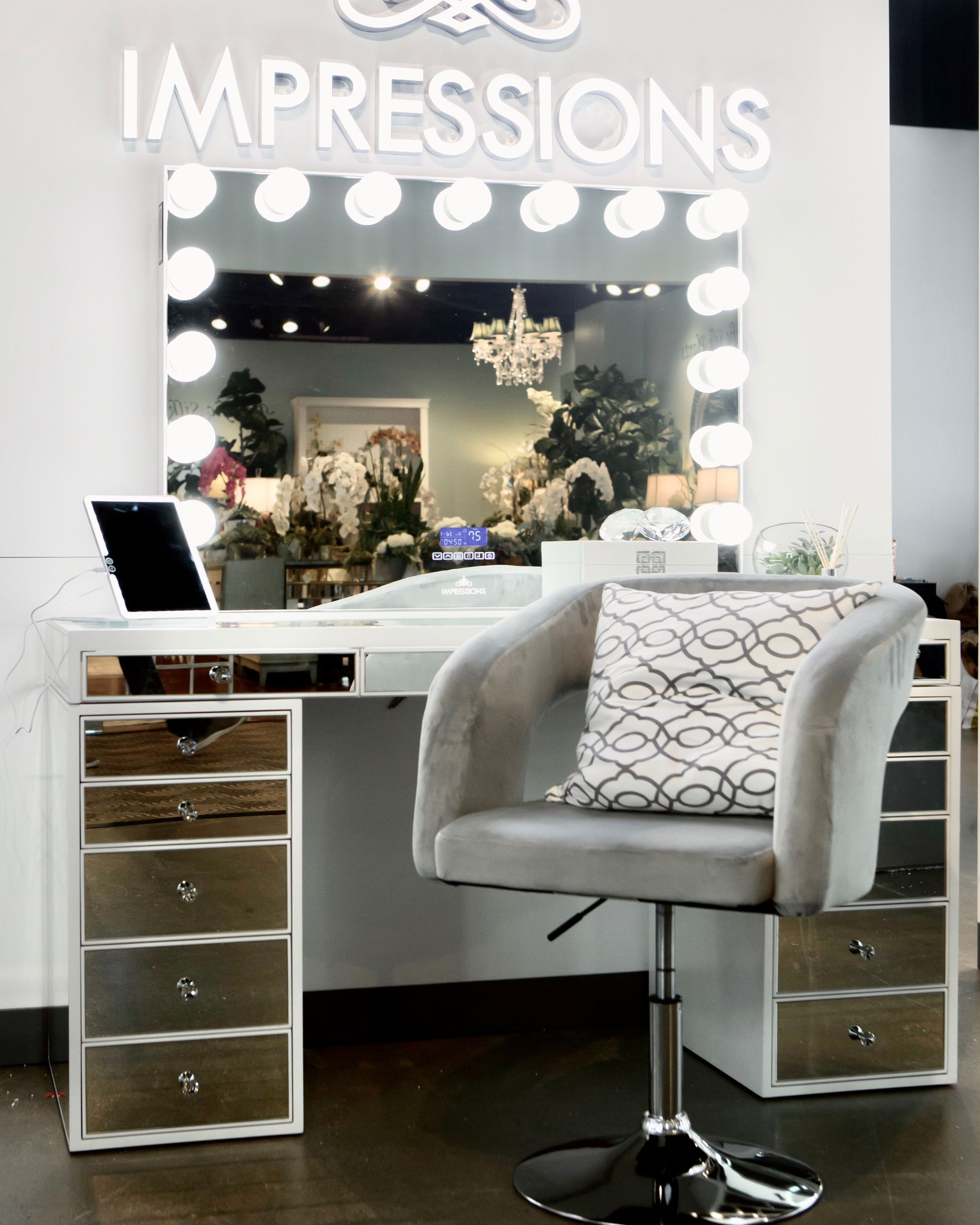 Impressions Vanity On Twitter So Chic And So Clean The Slaystation Pro Premium Mirrored Vanity Table In White Pairs Well With Ronni Modern Vanity Chair Tap To Shop Https T Co G9sngfgssv