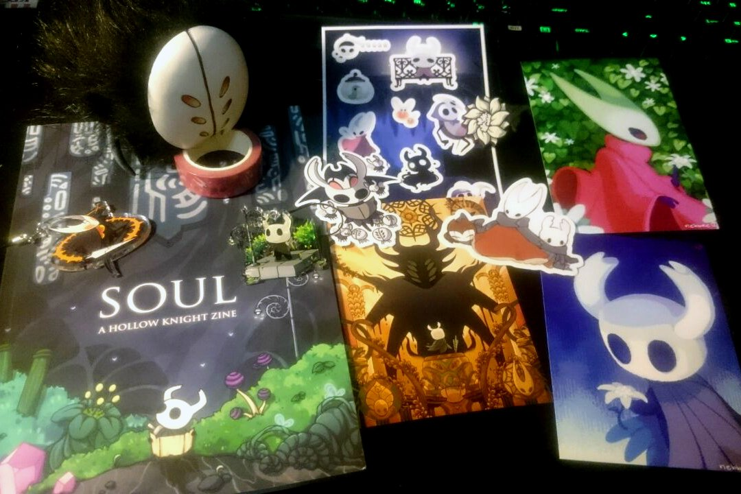 I got the Hollow Knight zine from @SoulZine last week and there are no words to express my delight! Stalkering devout approves :>