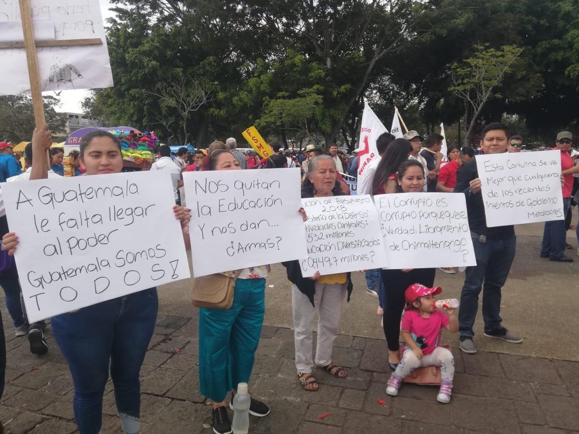 test Twitter Media - La Familia Salazar viene desde Masagua, Escuintla, decidieron unirse a la actividad con la que se conmemora el Aniversario de la Revolución del 20 de octubre de 1944 en el Parque Central https://t.co/NPp9HQnN65
