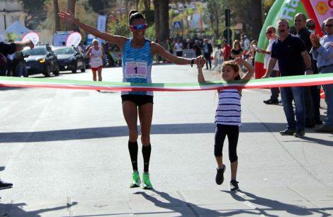 Anna Incerti vince il suo sesto titolo italiano, l'atleta bagherese si conferma regina della maratona di Palermo (FOTO) - https://t.co/GVzH1goXOB #blogsicilianotizie