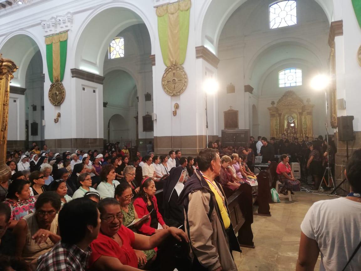 test Twitter Media - Monseñor Álvaro Ramazzini dará su primera homilía como Cardenal de Guatemala en la Catedral Metropolitana y se observa una gran afluencia de personas que han llegado a escuchar su mensaje. https://t.co/we6H6mhOVa