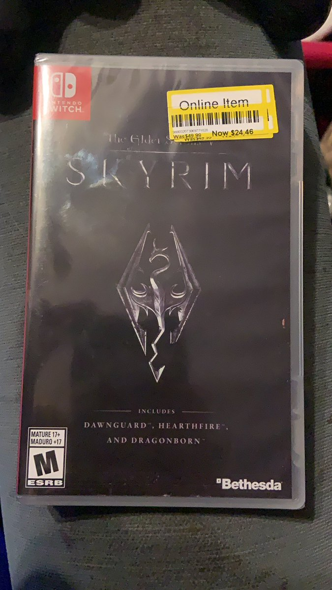 And my 30th switch game is... Skyrim!!! Got it on discount at target! Wooo! #SwitchCorps <br>http://pic.twitter.com/1GwW2FUdbP