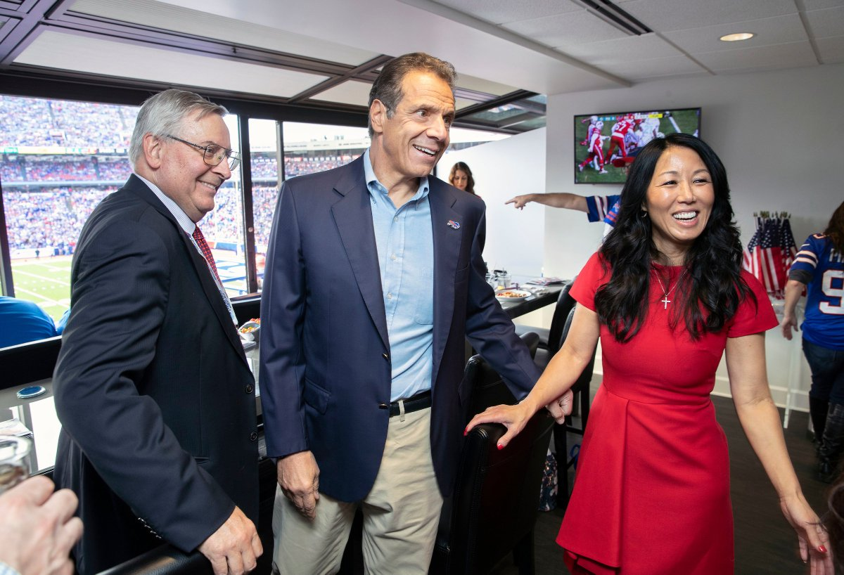 Andrew Cuomo Eager To Get Bills Fans Back In Stadium Plans To Meet With Team Fingerlakes1 Com