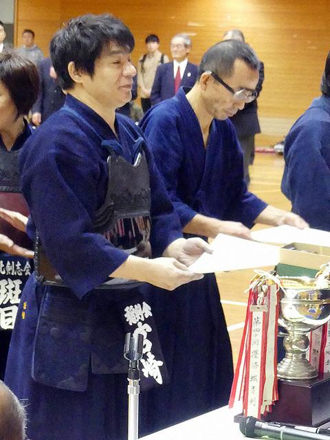 【四段の腕前】ASKAが剣道大会で優勝、鮮やかな剣さばき見せる東京・北区剣道大会の一般男子60歳以上の部で優勝した。高校生時代にはインターハイに出場したこともあるほどの腕前。