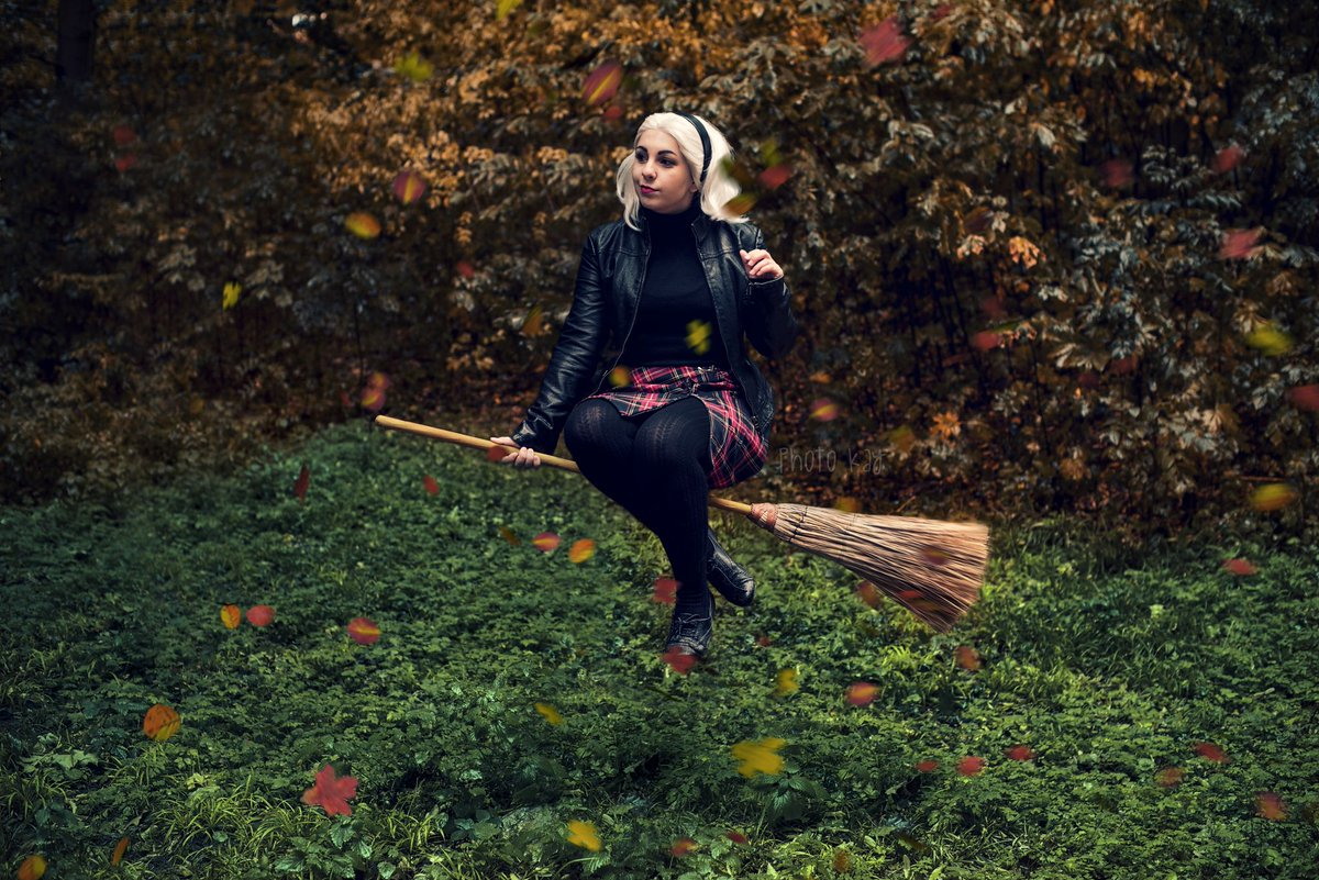 Im Sabrina Spellman, daughter of Edward Spellman! This month we did great shooting of my Sabrina Spellman! And there is one if the photos! Photo by Photo Kay ^^ @netflix @sabrinanetflix @kiernanshipka