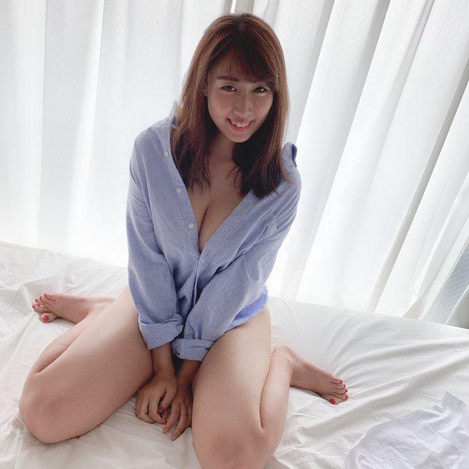 グラビアアイドル藤堂さやかのTwitter自撮りエロ画像17