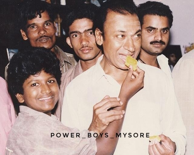ಡಾ   ರಾಜಕುಮಾರ್ ಮತ್ತು ಪವರ್ ಸ್ಟಾರ್ ಪುನೀತ್ ರಾಜ್ಕುಮಾರ್ ಅಪರೂಪದ ಚಿತ್ರ❤😊 #TheRajkumars#Annavaru #DrRajkumar#Appu #PowerStar#PuneethRajkumar #PowerBoysMysore