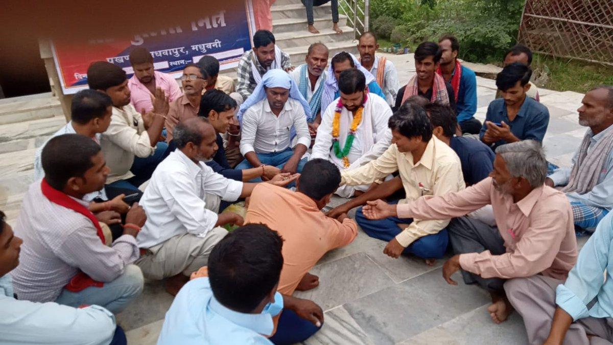 हाय रे नेता जी...ये मधुबनी जिले के हरलाखी विधानसभा से भाजपा नेता सह जिला पार्षद श्रवण कुमार यादव जी है। जो मुख्यमंत्री @NitishKumar कुमार जी के खिलाफ चल रहे गतिविधि में शामिल हो रहे है। जहां हवन कर आक्रोश व्यक्त किया गया। जय हो एनडीए गठबंधन। @AmitShah  @sanjayjaiswalMP https://t.co/874Q7aMJ3j