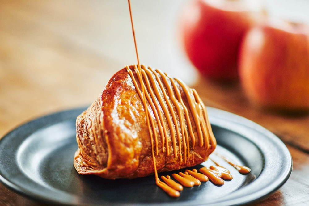 焼きたてカスタードアップルパイ専門店「RINGO」ココア風味のサクサクパイに濃厚キャラメルリンゴを -