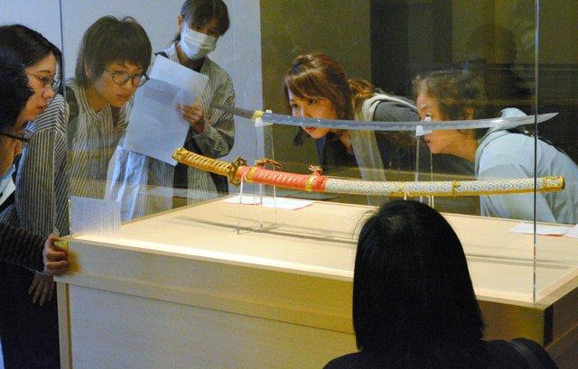 【ベール脱ぐ】名刀「村正」本来の姿で初公開 桑名宗社の神宝長らく漆に覆われていたため、本来の姿で一般に公開されるのは今回が初めてという。特別公開は22日まで。