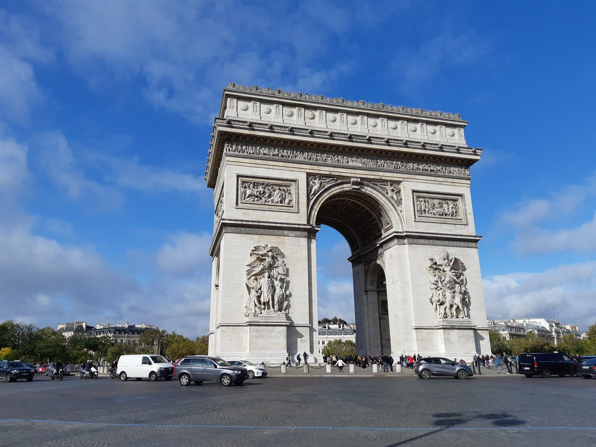 This morning, I made the trip out to visit the Arc de Triomphe. There are great views from the top (the pic is looking down the Champs-Élysées). There was a dizzying spiral staircase to climb to get to the top! #Paris #vacation #ArcDeTriomphe #ChampsElysees <br>http://pic.twitter.com/o2YU0AaTI4