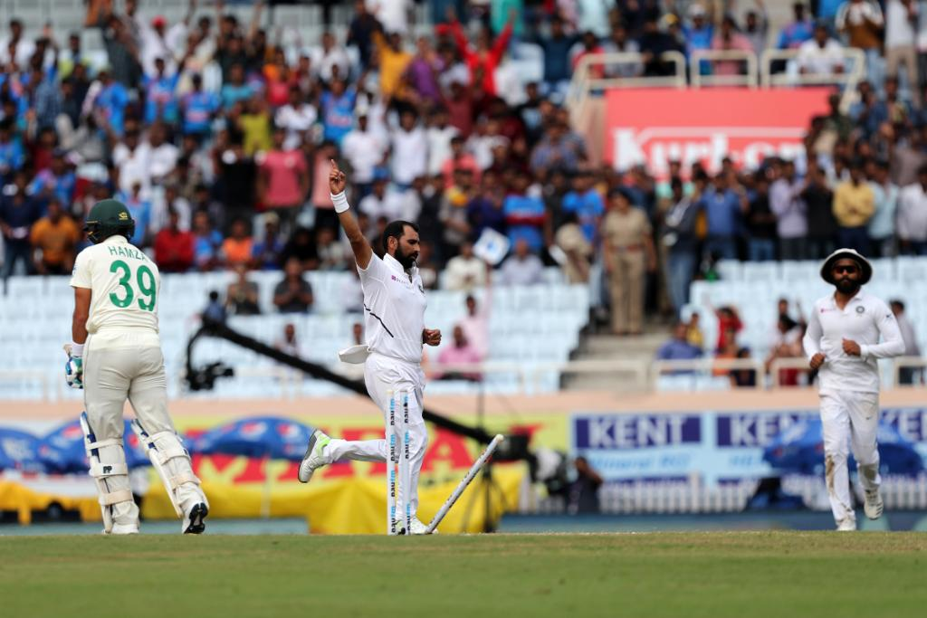 Castled 🏰 Three early wickets for Shami! 🇿🇦 are 26/4 at tea. #INDvSA | LIVE 👉 bit.ly/IndvsSA6
