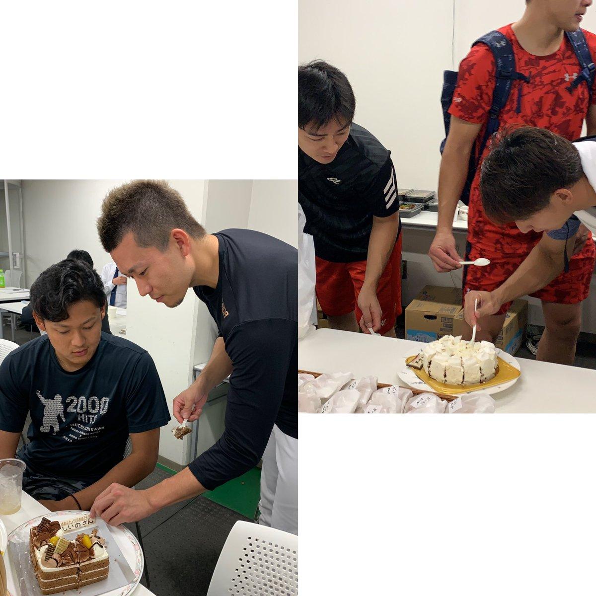 今日は岩嵜投手のお誕生日ですが… CSファイナルステージ中、2選手が誕生日を迎えました。当日にはいつもお世話になっているメットライフドームビジターサロンの皆さんからお祝いのケーキが☆その様子をホークス公式YouTubeに公開しました!ぜひご覧ください♪#sbhawks