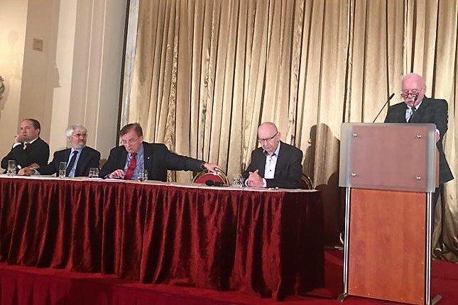 """test Twitter Media - Předseda @CAK_cz JUDr. Vladimír Jirousek vystoupil na konferenci """"30 let svobodných právnických profesí"""" na Žofíně. Zdůraznil základní principy, na nichž svobodná advokacie stojí a odpovědnost z toho plynoucí, kterou si advokátní stav plně uvědomuje. Sledujte #Advokatnidenik. https://t.co/yGuvTl1uRA"""