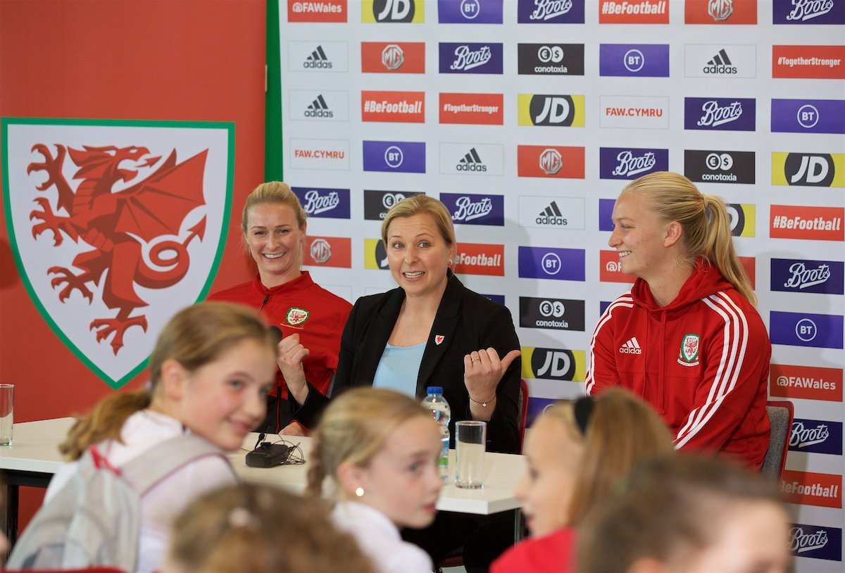 Prynhawn da Wrecsam! Diolch @AllSaintsCIW & @YsgMorganLlwyd 👍 We hope you had a fantastic time experiencing a Cymru press conference and playing with @RazzaRoberts & @elise__hughes. #BeFootball | #TogetherStronger | BeFootball.Cymru