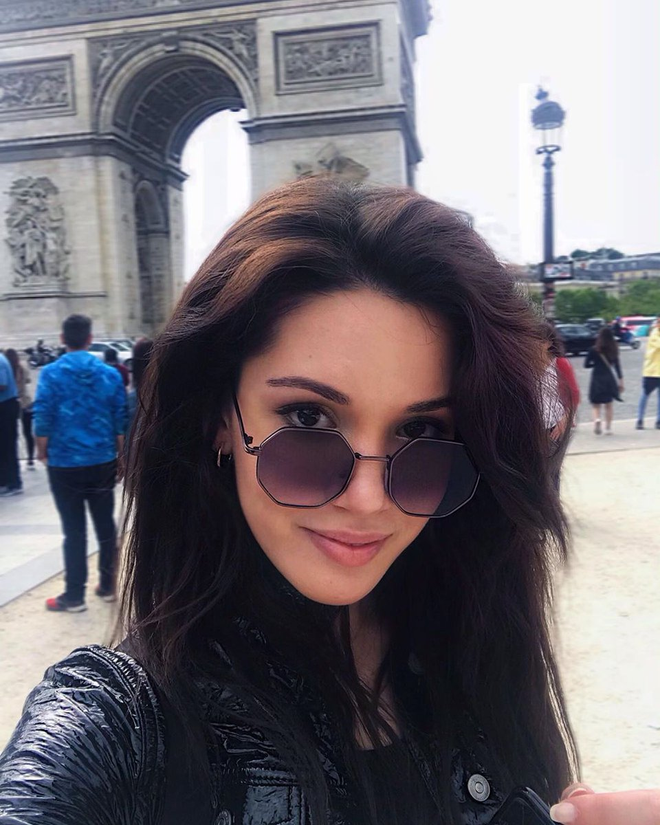 Behind the glasses are hidden torrents, disappointments, fears, but also souls full of nobility and gentleness  #HazalSubaşı #ÇukurS3 <br>http://pic.twitter.com/VJaRDTPmnt
