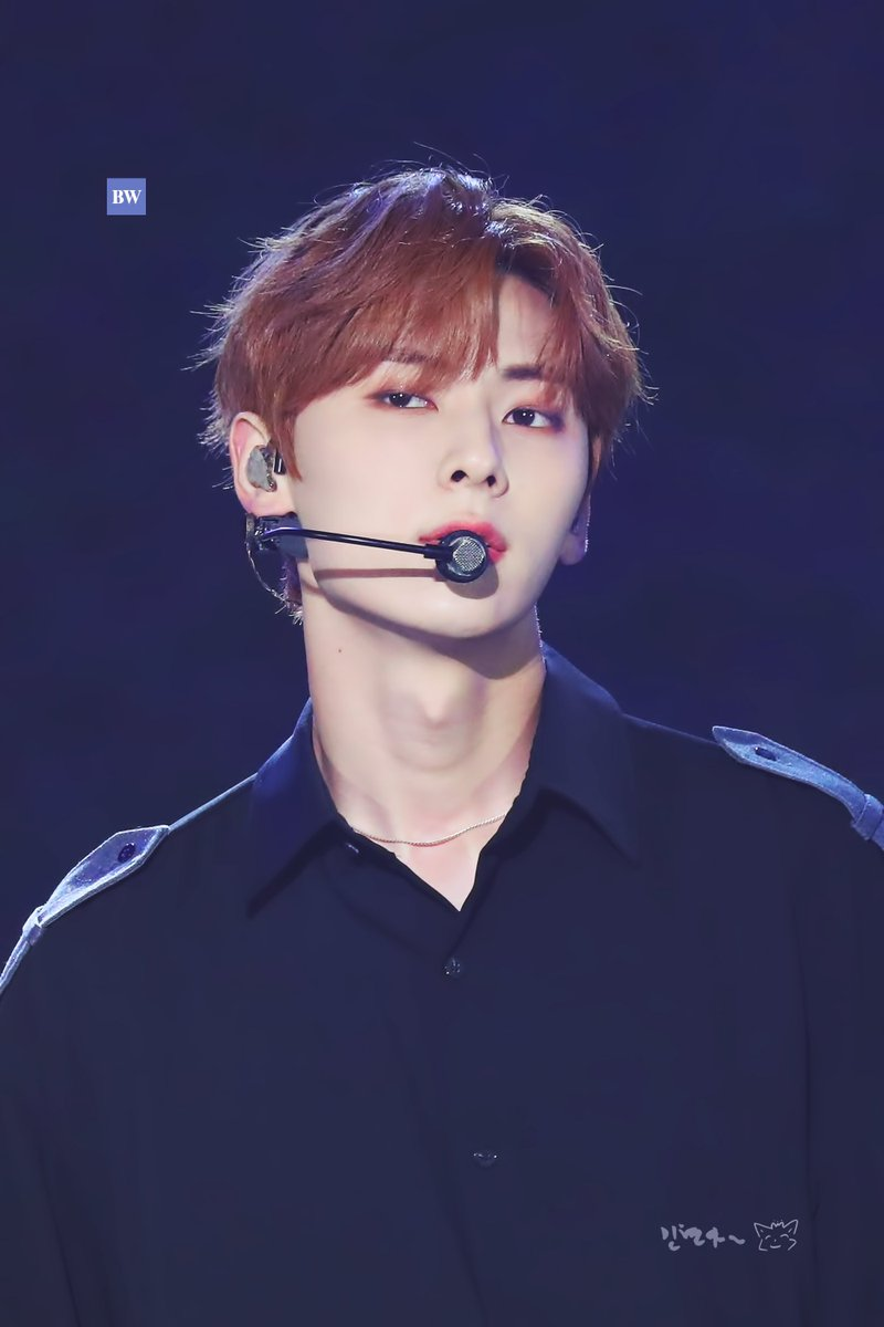 I'm the one without a dry eye 'Cause you look amazing ✨  #황민현 #민현 #뉴이스트 #minhyun