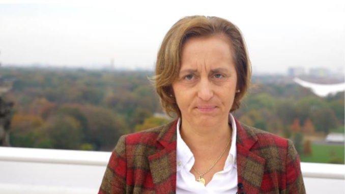 MdB @Beatrix_vStorch, Stellvertr. Vorsitzende der #AfD im #Bundestag, kritisiert das Treffen zwischen Bundestagsvizepräsidentin Claudia #Roth und dem iranischen Parlamentspräsidenten Ali #Laridschani scharf, dieser ist glühender #Antisemit. ➡️afdkompakt.de/2019/10/21/cla…