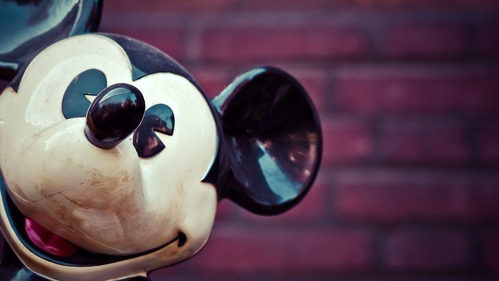 busca personas que vean 30 películas de Disney por 1.000 dólares.