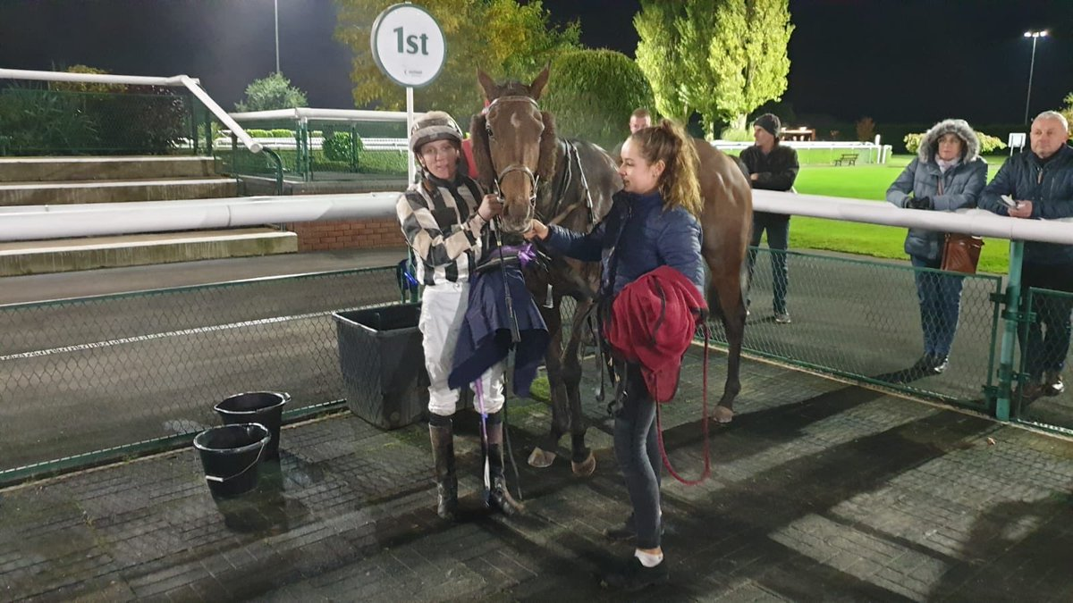 Jazz Hands looked the unlikely winner on the turn for home at Southwell but win he did and nicely in the end. Sean Davis in the saddle. Well done to owners Mike Browne & Dee Howe