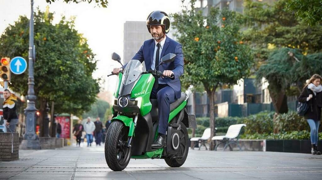 Seat se lanza al sector de las motos eléctrica y anuncia su primer modelo.