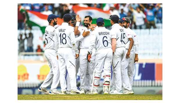 Dominant India on brink of sweep over South Africa - Top Tweets Photo