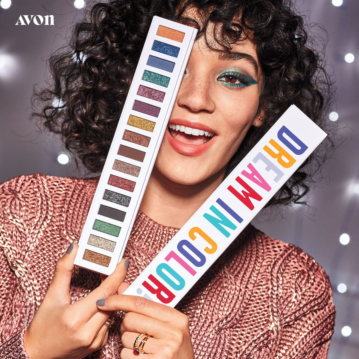 Hello #MakeupMonday! 🌈 Avon's Dream in Color Eye Palette will get you through many more to come all holiday season!!!   #holidaymakeup #holidaygifts #holidaybeauty #avonmakeup