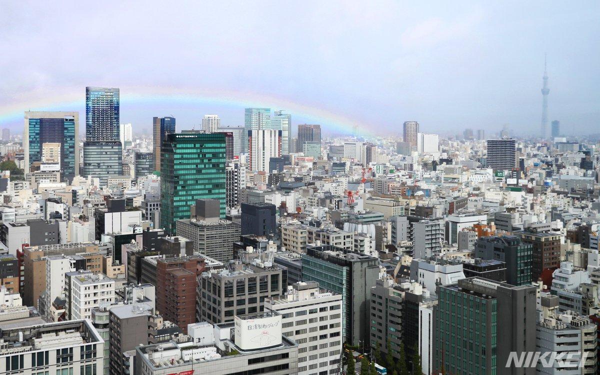 午後0時58分、即位礼正殿の儀を前に都内の空にはうっすらと虹がかかりました。 =樋口慧撮影