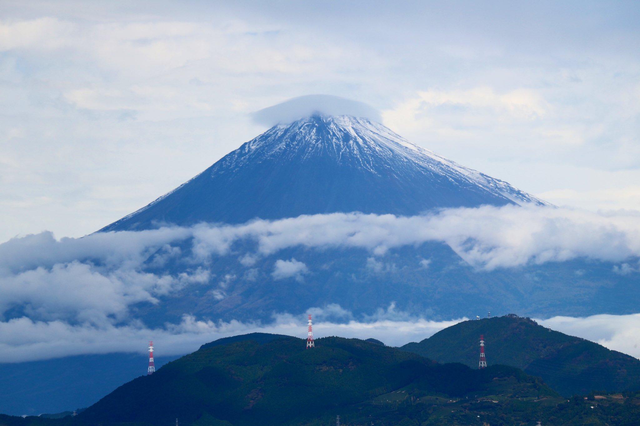 即位礼正殿の儀に合わせるように晴れました。しかも初冠雪‼️ #今の富士山