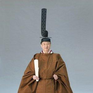 【両陛下の装束写真公開 宮内庁】天皇陛下の即位の礼に合わせ、宮内庁は、即位礼正殿の儀の際の伝統装束を身に着けられた天皇、皇后両陛下や皇族方の写真を公開しました。記事はこちら⇒