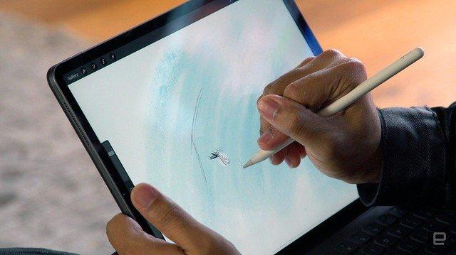 【待望】iPad版Illustrator、11月に発表か Bloomberg報道11月2日に開催されるAdobe MAXカンファレンスで、フル機能を持つiPad版が公開されるという。Adobeは「現時点で共有できる情報はない」としている。