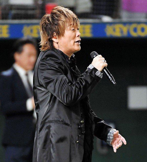 """【話題】影山ヒロノブが日本シリーズで""""熱く""""国歌独唱「君が代」を歌い上げたアニソン界のレジェンド・影山。魂のこもった歌声に絶賛の声が寄せられている。"""
