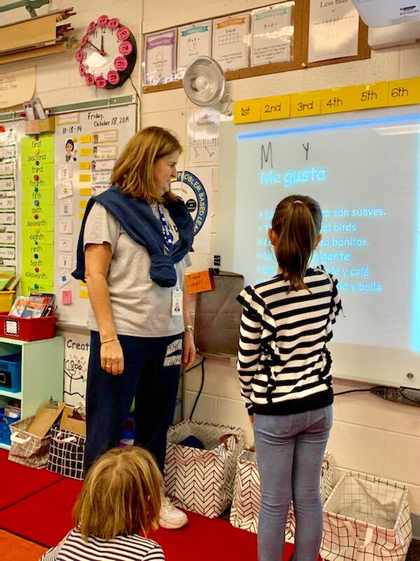 This is Español!! Sra. Isaza teaching about Ecuador, Perú and Panama in Mrs. Smith's 2nd grade class. They wrote about these countries and illustrated their writing. <a target='_blank' href='http://twitter.com/TaylorPTAtalk'>@TaylorPTAtalk</a> <a target='_blank' href='http://twitter.com/APSWorldLang'>@APSWorldLang</a> <a target='_blank' href='http://twitter.com/WeLearnSpanish'>@WeLearnSpanish</a> <a target='_blank' href='http://twitter.com/split2ndnews'>@split2ndnews</a> <a target='_blank' href='https://t.co/Fn9CebjEJa'>https://t.co/Fn9CebjEJa</a>