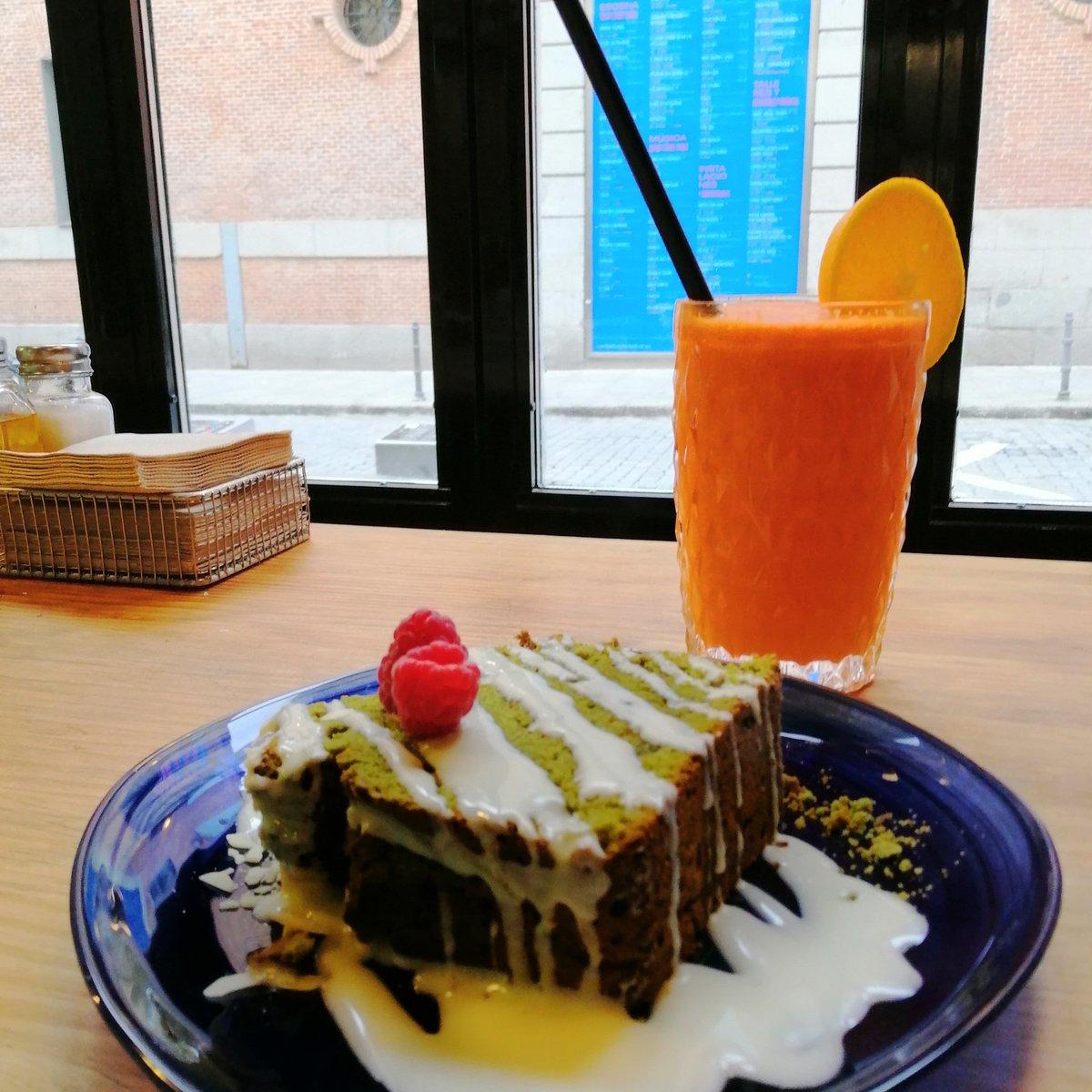 #antigripal de hoy: zumo de naranja+zanahoria+jengibre; tarta matcha+choco blanco