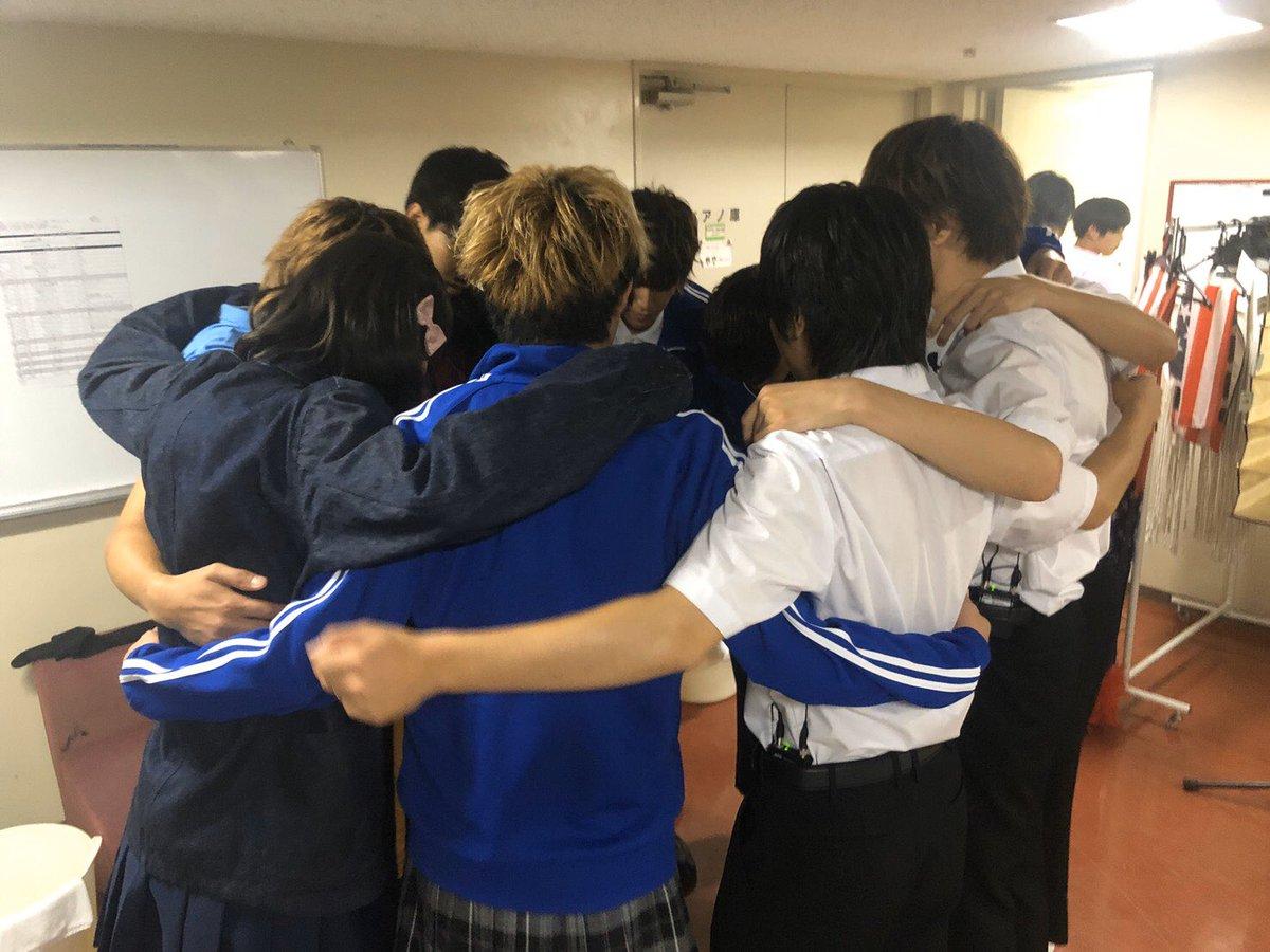 先程ホールツアーの福岡が無事に終了しました!!すっごく楽しかったし、久しぶりに福岡でがっつりライブができたので幸せでした^ ^研究生のこつじから誕プレもらえました^ ^ありがとう(´∀`)