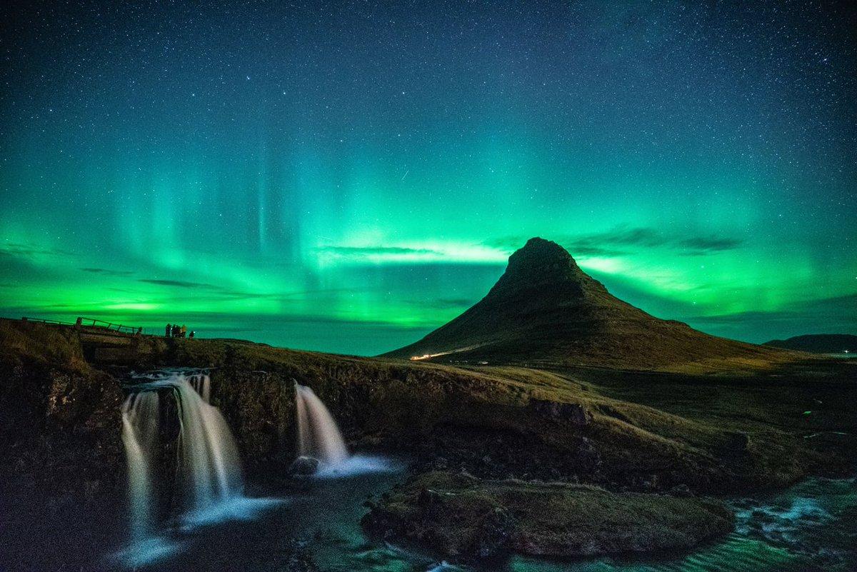 クラブツーリズム様主催「KAGAYA同行 アイスランド星空絶景とオーロラ撮影ツアー」ご参加の方々にお写真をいただきました😊1, 撮影初日のオーロラ(三島祥様)2, 月が出るのを待つツアーの皆様(isoco6様)3, 月光でできた虹ムーンボウ(mho様)4, KAGAYAとアイスランドホース(山下ゆかり様)