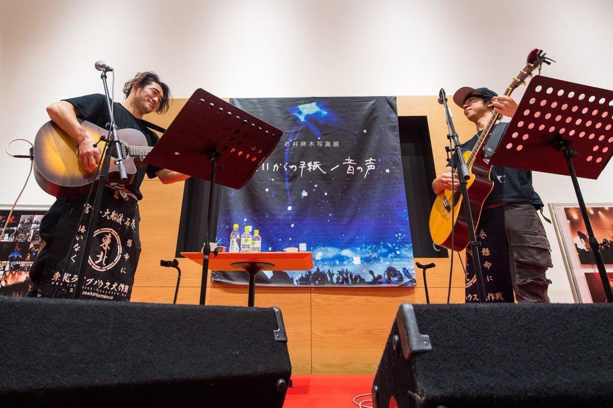 写真展最終日スペシャルライブthe  LOW-ATUS細美さんTOSHI-LOWさんロンちゃんトヨタカローラ熊本東バイパス店店長さんも呼び込みそれぞれの