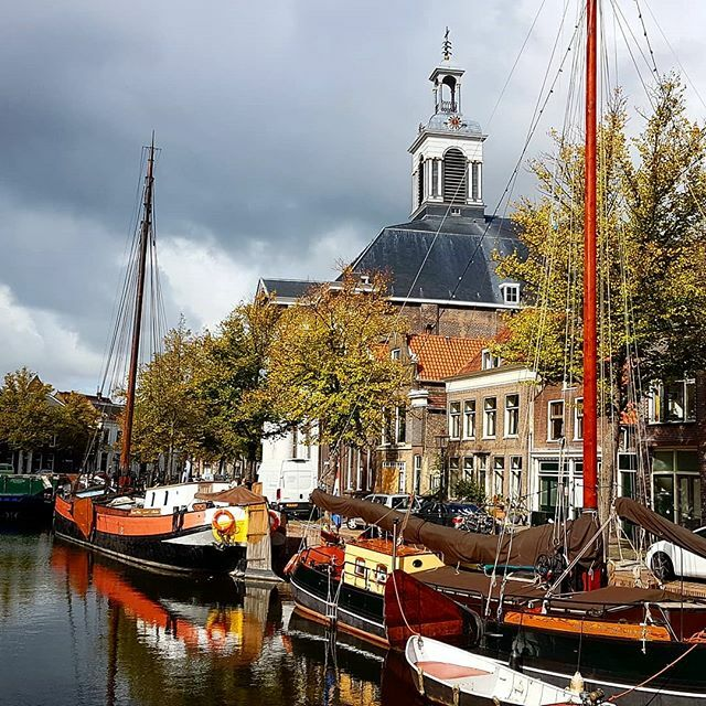 Autumn colours #schiedam #langehaven #holland #netherlands🇳🇱 #autumn #oldharbour #thisisholland #igersnetherlands #discover_holland #ig_discover_holland #niederlande🇳🇱 #altstadt #herbst