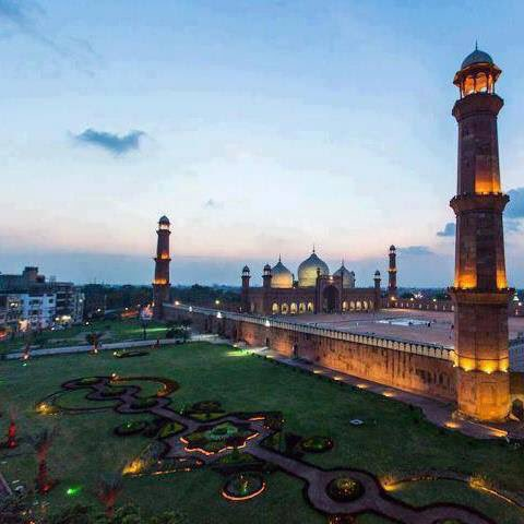 🌺🎉🇵🇰 السلام علیکم 🇵🇰🎉🌺 ——— شام بخیر — iyi Aksamlar——- 🌷Have A Nice Time 🌺🌷 Beautiful View Of Evening #BadshahiMasjid Lahore ماشاءاللہ ——— 🇵🇰❤️🇹🇷#ISPRourPride #KashmirMeansPakistan #TurkeyisnotAlone #PTFP