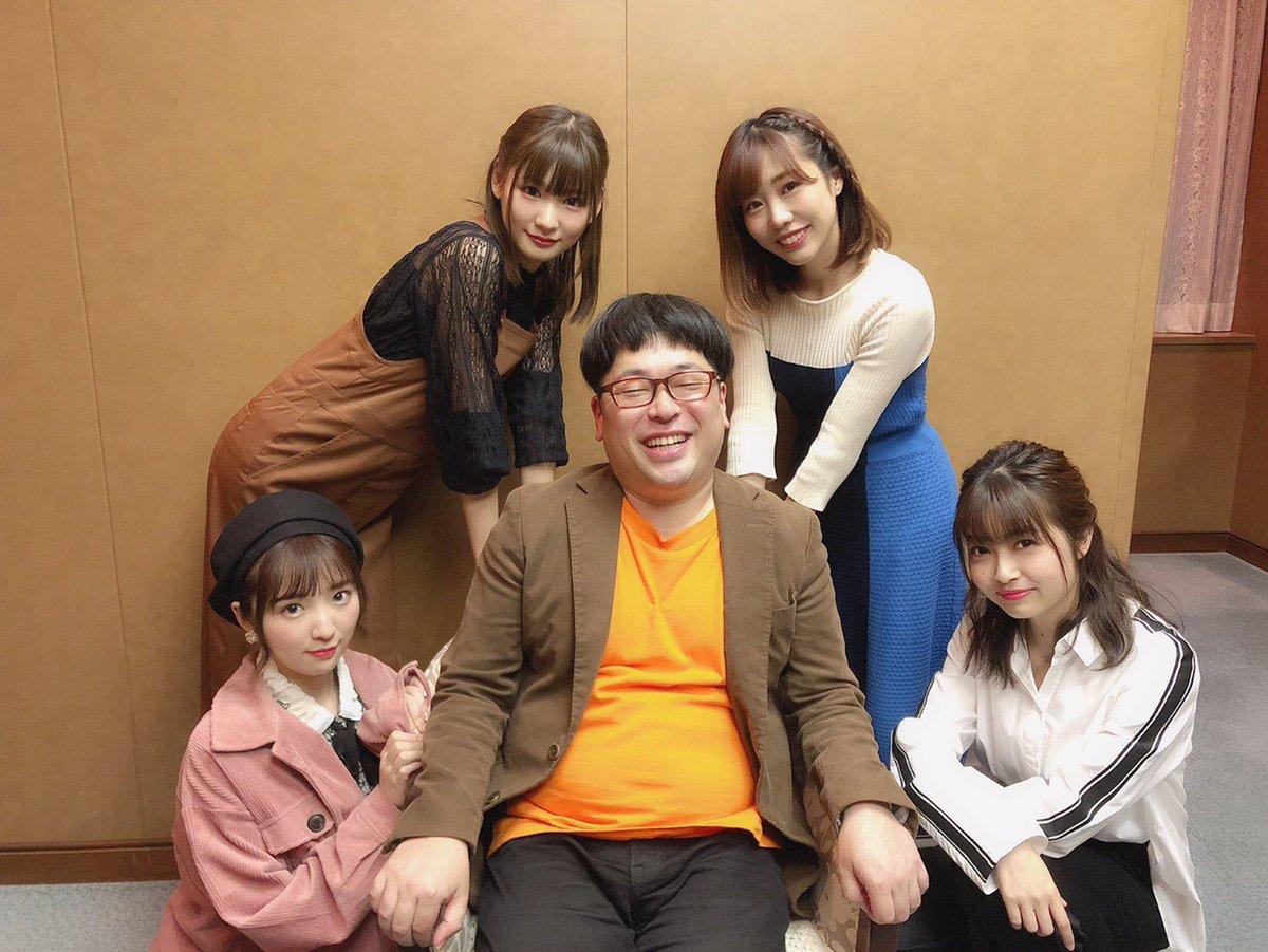 天津丼ありがとうございました。ラノベの冴えない主人公風な向さんの写真です。お納めください。