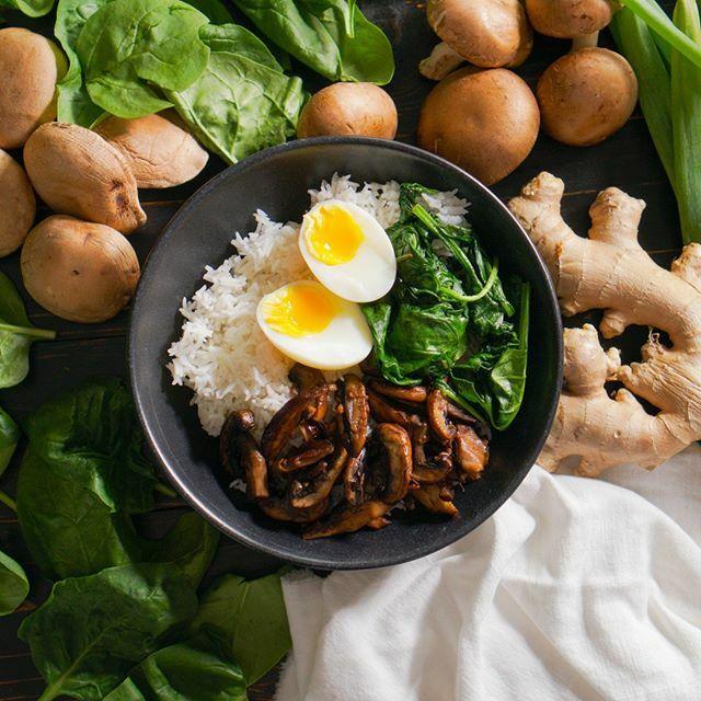 Clean eating geht auch richtig lecker 😍! Zum Beispiel mit unserer Mushroom-Rice-Bowl 😋. Ihr wollt das leckere Rezept? Dann kommentiert mit #bodykitchenrezepte und bekommt es exklusiv per DM geschickt 😎. Los geht's 🤩🤩🤩! . . . #bodykitchen #fitness… https://t.co/XxxWqqfkiN https://t.co/z6ZIAEh9Ik