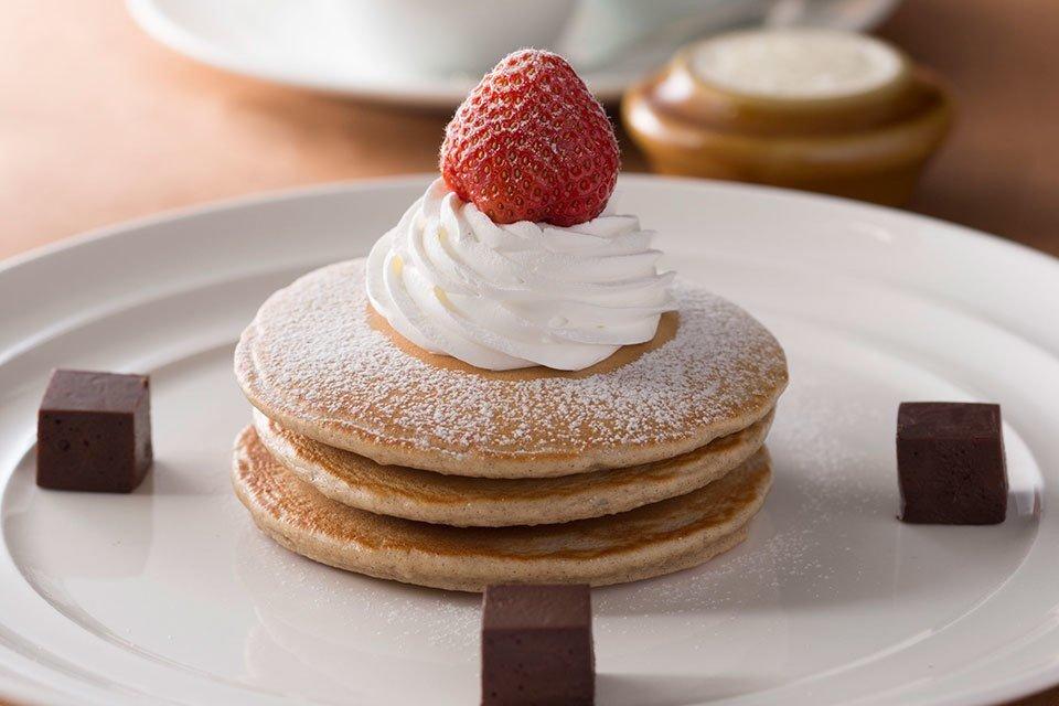 SATSUKI | ニューオータニ超激務の菅官房長官が3000円のパンケーキを食べていることを非難されているけど、お金を持っている人が使わないと景気は良くならないし、たった3000円で世界3番目の経済大国の屋台骨のモチベが上がるなら安上がりでしょう