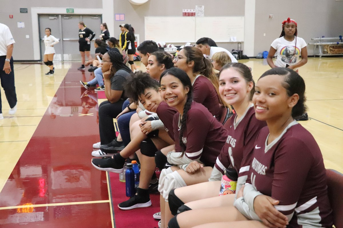 Let's talk sports! 🎾🏈⚽️ Listen to NUSD's latest podcast episode on the invaluable skills student-athletes gain from participating in sports. #Podcast available here: https://t.co/lBBfOCBwD9. #NatomasUSD #Athletics #Natomas https://t.co/7Ak2V7J9Sr