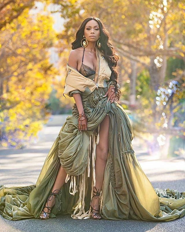 What's Your Favorite Thing About This Stylish Look?! Love It! Style Feature - @bonang_m Style Director - @stylistjbolin  Hair - @kingofhair  Makeup - @iamshonsimon  Photographer - @markiswhoiam  http://www.thestylehive.com.ng  #africanbrand #africanfashionblogg… https://www.instagram.com/p/B377wtsHxxi/pic.twitter.com/AkzOdyy4Iy