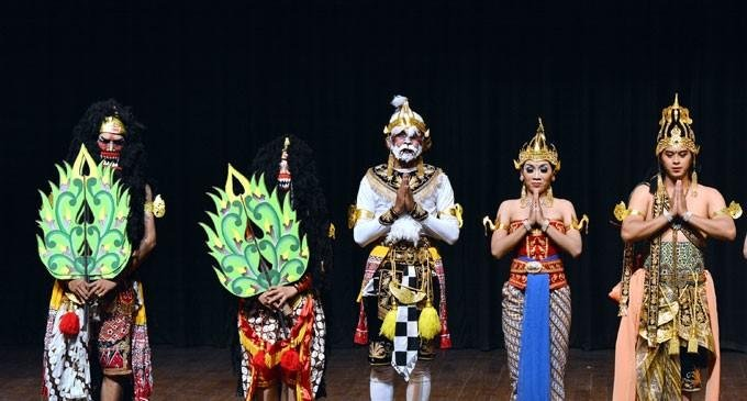 Fiji has a rich tradition of Ramayana going back to around 130 years. Every settlement have their own 'Ramayana Mandalis' that preserve and transmit the culture and values of Ramayana. Fiji was among the eight countries that participated in the first 'International Ramayan Mela'