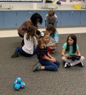 Our ITC, Mrs. Gibson, instructing 2nd graders on how to program the <a target='_blank' href='http://twitter.com/DashRobotics'>@DashRobotics</a>   <a target='_blank' href='http://twitter.com/TaylorPTAtalk'>@TaylorPTAtalk</a> <a target='_blank' href='http://twitter.com/APSlearns'>@APSlearns</a> <a target='_blank' href='http://twitter.com/APS_STEM'>@APS_STEM</a> <a target='_blank' href='http://twitter.com/ISTESTEM'>@ISTESTEM</a> <a target='_blank' href='http://twitter.com/iloverobotics'>@iloverobotics</a> <a target='_blank' href='http://twitter.com/WOCTechnology'>@WOCTechnology</a> <a target='_blank' href='http://twitter.com/lottatech_net'>@lottatech_net</a> <a target='_blank' href='http://twitter.com/TechGirls'>@TechGirls</a> <a target='_blank' href='http://twitter.com/stemkidsrock'>@stemkidsrock</a> <a target='_blank' href='http://twitter.com/4ROBOTKIDS'>@4ROBOTKIDS</a> <a target='_blank' href='http://twitter.com/APSVirginia'>@APSVirginia</a> <a target='_blank' href='https://t.co/VzMTPaYt8T'>https://t.co/VzMTPaYt8T</a>