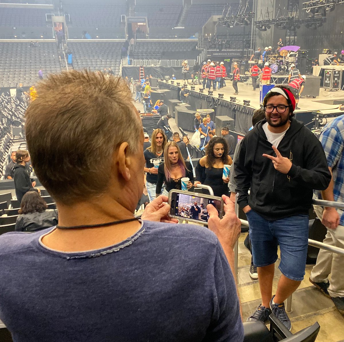 Wolfy Van Halenson On Twitter A Guy Asked My Dad If He Could Take A Picture Of Him With The Stage Behind Him Having No Idea Who He Just Asked And