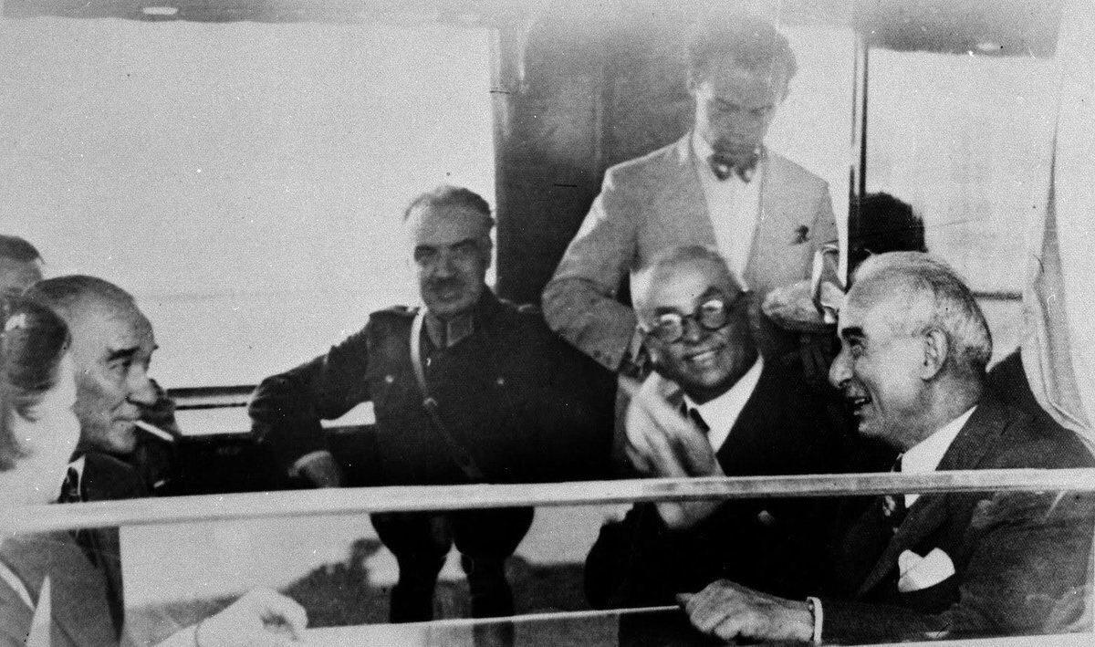 """only türk siyasi posting on Twitter: """"mustafa kemal atatürk, ismet inönü, celâl bayar, fevzi çakmak ve afet inan, nazilli ziyareti sonrası tren seyahatinde bir arada, 1937… https://t.co/lL4JmsUWNi"""""""